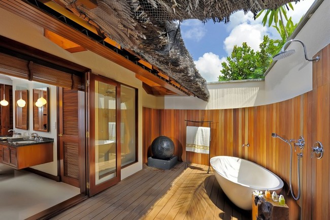 bathroom with a view of the sky