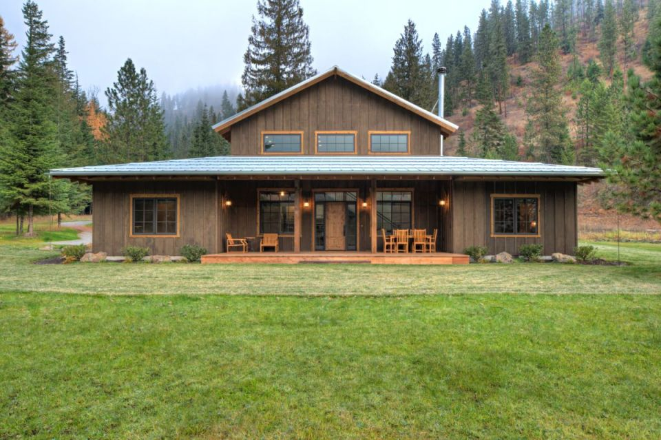 Traditional ranch house exterior in brown