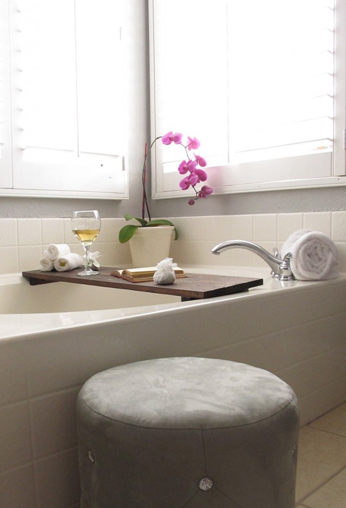 DIY Bathtub Shelf