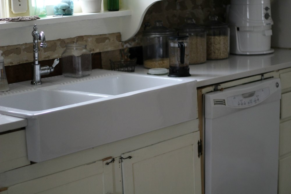 counters and sink farmhouse2