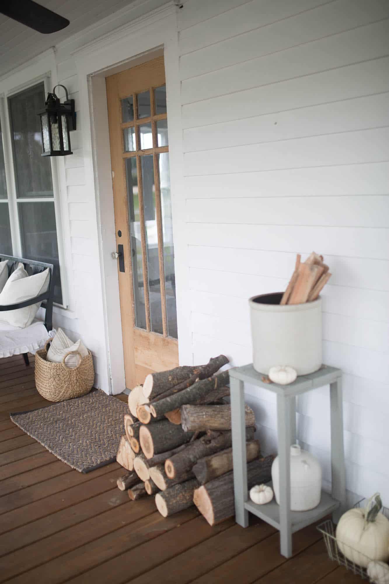 Good Fall Farmhouse Front Porch Ideas Gallery