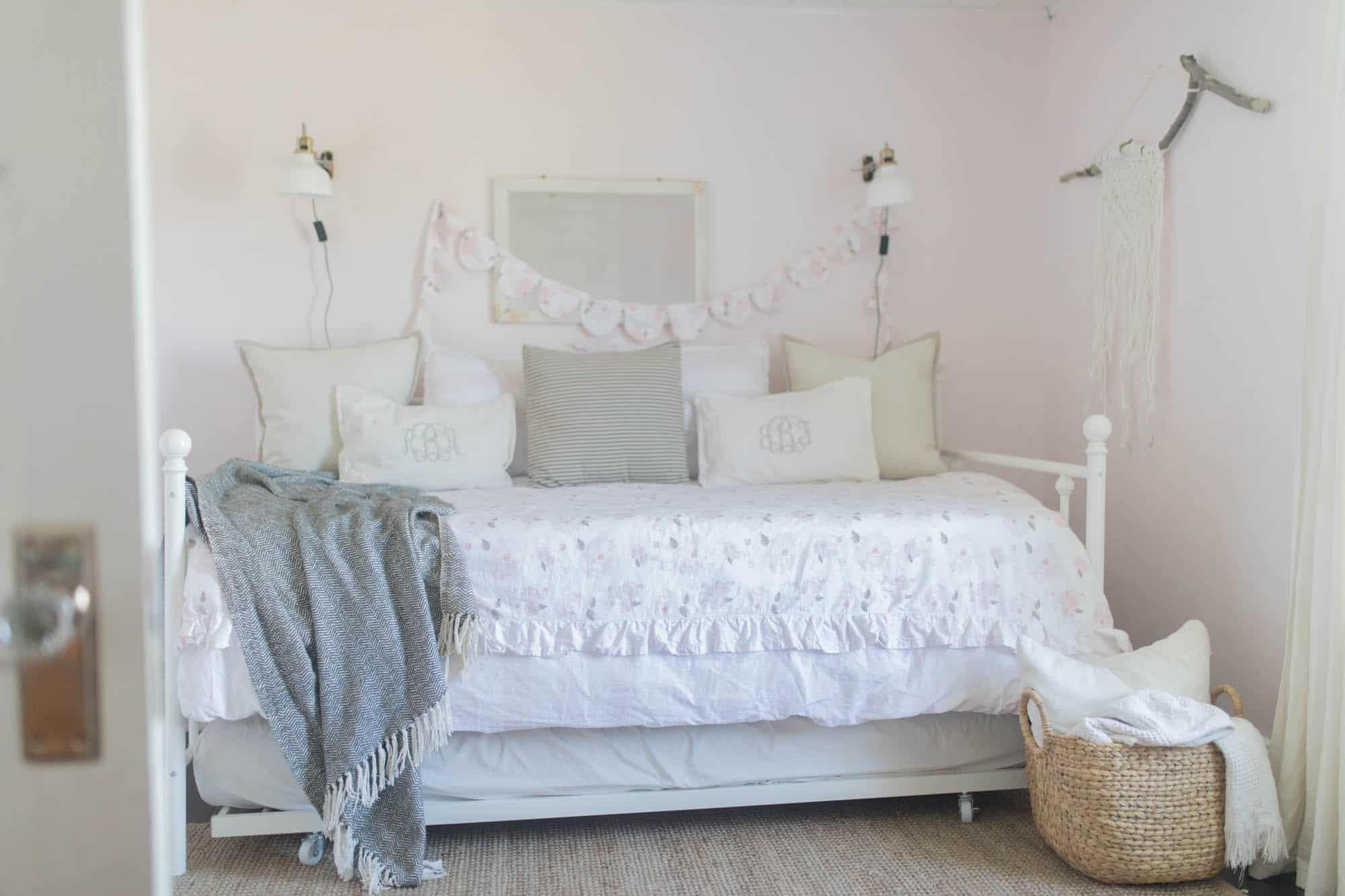 Farmhouse Girls Room DIY