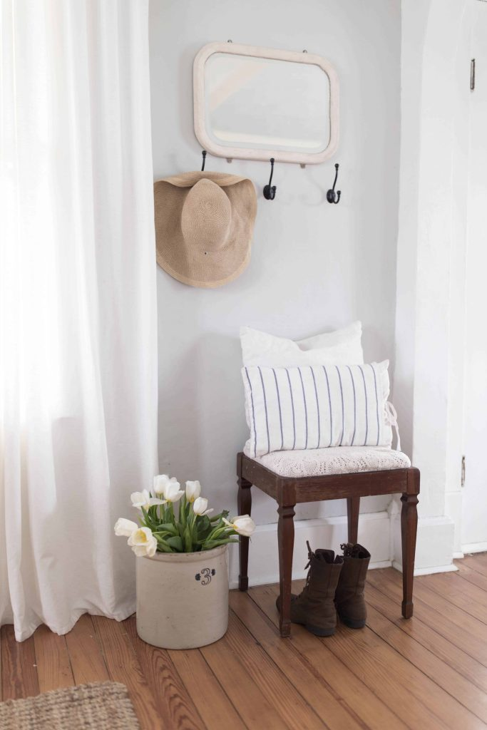 spring entryway farmhouse style decor