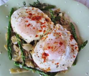 Low Carb Breakfast with eggs and vegetables