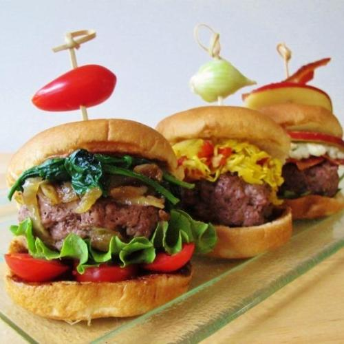 Mini-burgers with fruit chutneys