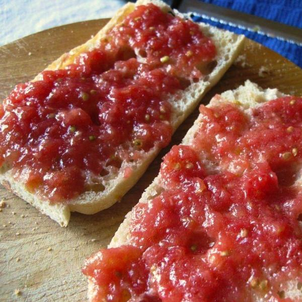 Grated heirloom tomatoes on garlic-rubbed toast