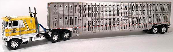 Yellow Pete 352 with Livestock Trailer Kreilkamp Trucking