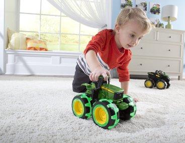 Lightening wheels john deere toy tractor