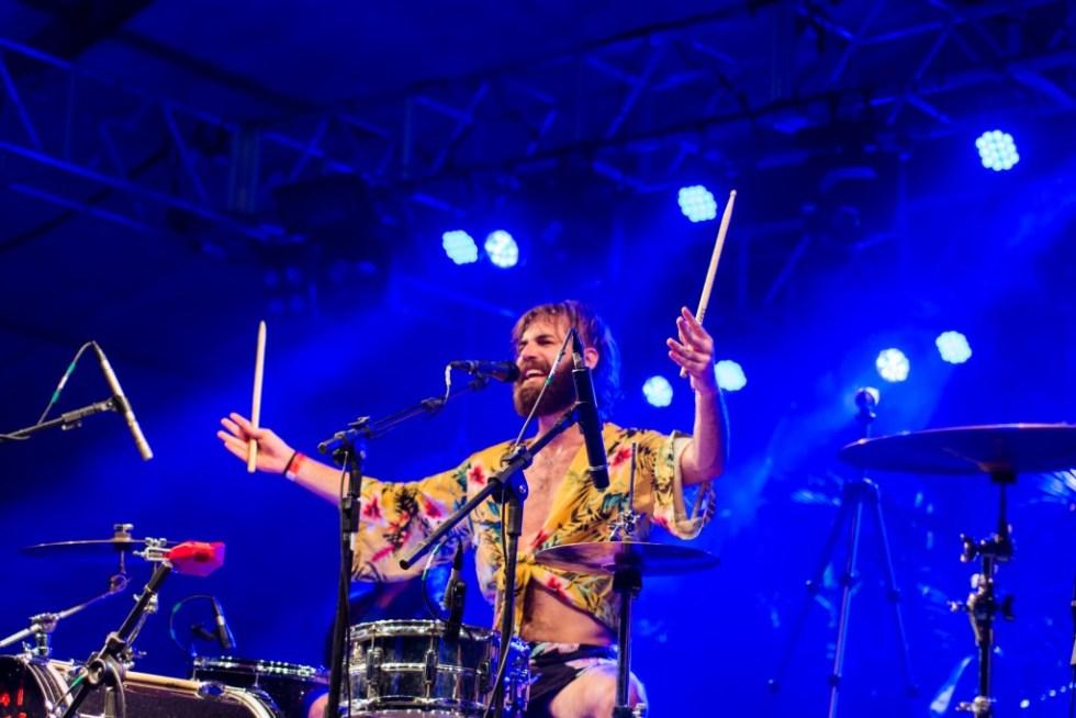 Lugar de baterista não é na cozinha: o mexicano Sebastian Piracés-Ugarte ocupa o centro do palco de Francisco, el Hombre