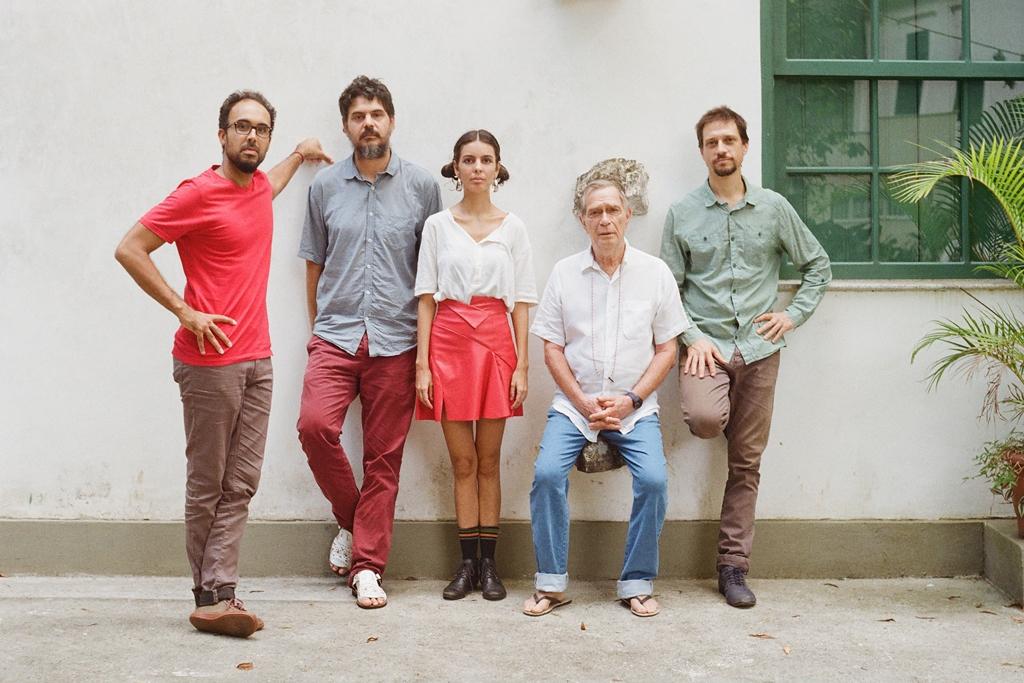 Jorge Mautner e a banda Tono. Foto: Gustavo Peres