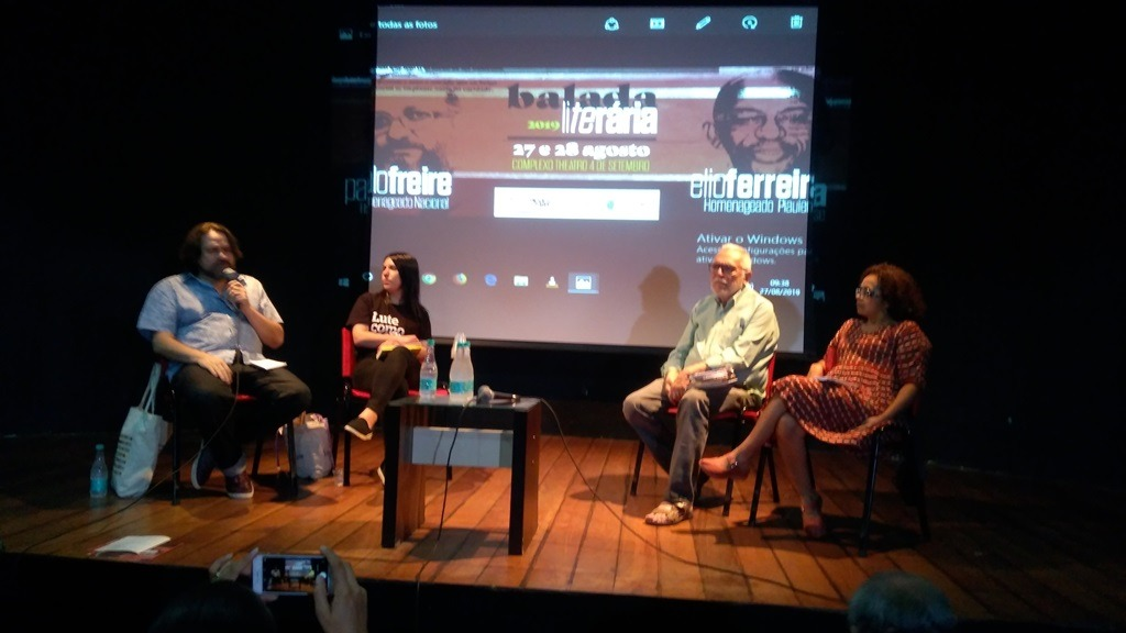 Da esquerda para a direita, Marcelino Freire, Lívia Viana, Antônio José Medeiros e Lucineide Barros, na mesa de abertura da Balada Literária em Teresina. Foto: Zema Ribeiro