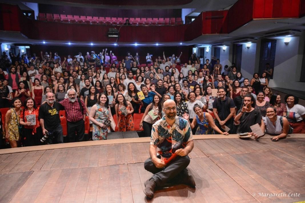 O português Valter Hugo Mãe e o ótimo público que compareceu ontem (27) ao Teatro 4 de Setembro, em Teresina/PI. Foto: Margareth Leite