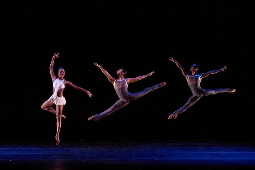 Cena de espetáculo do Dance Theater of Harlem