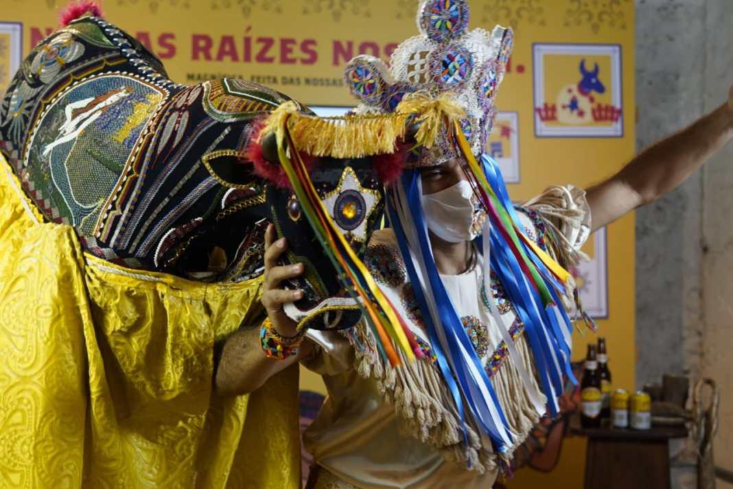 O bailarino Mano Braga em momento da coletiva de ontem. Foto: divulgação