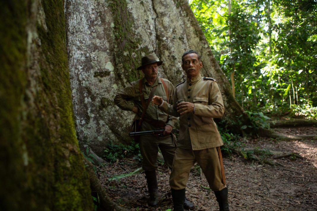 """Cena de """"O Hóspede Americano"""", sobre a expedição Rondon-Roosevelt"""