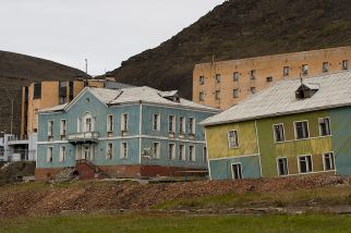 Desolation in Barentsburg (common.wikimedia.org)