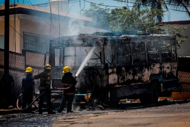 Acapulco tres vehículos incendiados