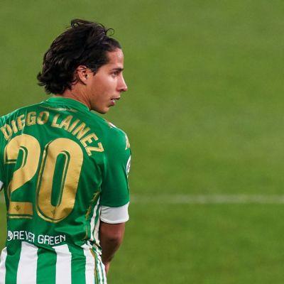 Diego Lainez regresó a las canchas con el Betis