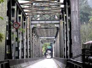 Prefeitura realiza manutenção na Ponte de Ferro - foto de Marcelo Martins