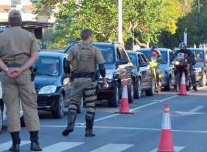 Polícia realizada uma Operação Comando de Trânsito quando adolescente tentou fugir (Jaime Batista)