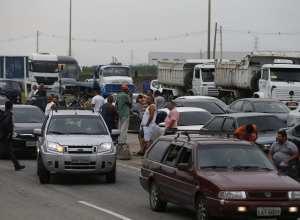 Protesto de caminhoneiros em rodovias do Rio chega ao quarto dia (Fernando Frazão - Agência Brasil)