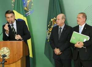 Presidente Bolsonaro afirmou que decreto devolve ao povo liberdade de decidir sobre armas - foto de Marcelo Camargo/Agência Brasil