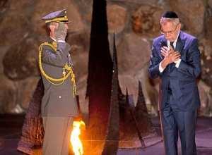 """JAMAIS ESQUECER - """"A Áustria reconhece a sua responsabilidade pelas atrocidades inomináveis do Holocausto, bem como a nossa obrigação para garantir que, nunca se esqueça os crimes cometidos. Holocausto Nunca Mais!"""". Presidente Van der Bellen."""