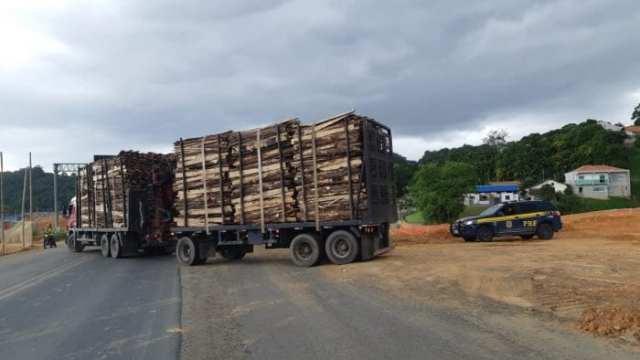 Caminhão 'Romeu e Julieta' com 23 toneladas excesso de peso