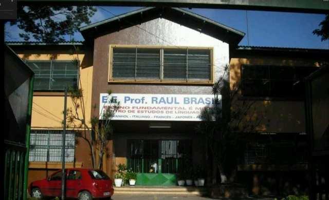 Fachada da Escola Estadual Prof. Raul Brasil, em Suzano (SP) - foto de Google Street View