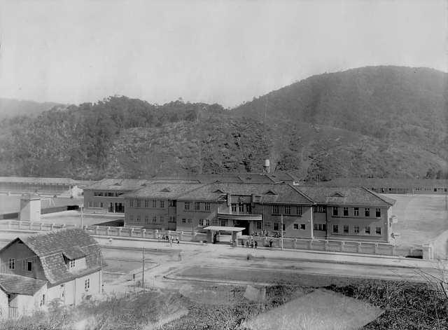 32º BATALHÃO DE CAÇADORES - O VANGUARDEIRO: a 2 de julho de 1939, o Batalhão iniciou a sua mudança para os pavilhões concluídos de seu novo quartel, situado no Bairro do Garcia - foto do Arquivo Histórico de Blumenau – AHJFS