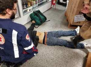 Samu durante atendimento a assaltante - foto da PMSC
