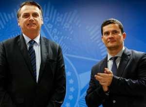 Presidente Jair Bolsonaro e o ministro de Estado da Segurança Pública Sérgio Moro - foto de Carolina Antunes/PR