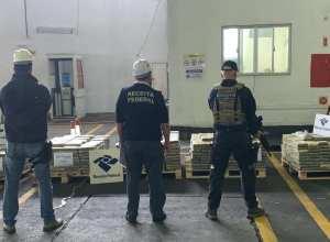 Droga estava escondida em uma carga de exportação de madeira que iria para a Bélgica - foto da Receita Federal