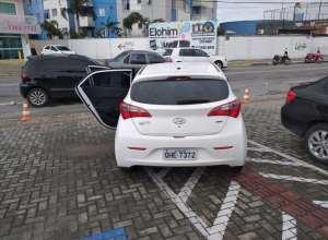 Veículo abandonado pela quadrilha após o assalto - foto da internet