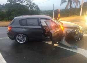 Veículo BMW danificado após motorista tentar fugir em Rio do Sul - foto da PRF