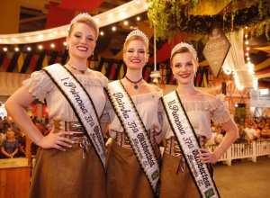 Sasha Benner Bauer é eleita rainha da 37ª Oktoberfest. Giane Prochnow é a nova 1ª Princesa e Franciele Aline Schwanke 2ª Princesa - foto de Daniel Zimmermann