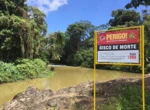 Placas estão sendo instaladas em pontos estratégicos às margens do Rio Itajaí-Açu - foto da Prefeitura