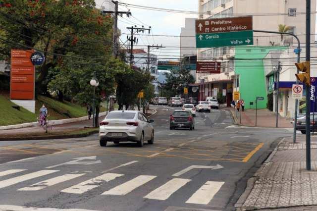 Trânsito na Rua São Paulo - foto de Prefeitura de Blumenau