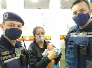 Recém nascido salvo pelos guardas - foto da GMT