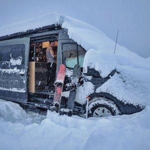 Vanlife-Camper-Winter--Ski-Snowboard-Snow-Dump