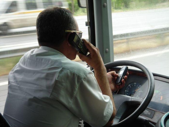 Сел с телефоном за руль – отдавай права