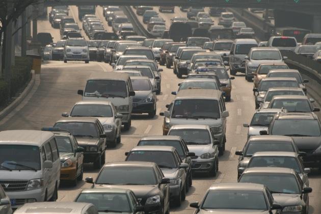 Холодов: ГИБДД Петербурга неправомерно зарегистрировала сотни арестованных авто
