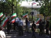 تظاهرات علیه حمله موشکی به لیبرتی مقابل سفارت رژیم در استکهلم