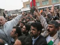 جلوداری زنان و دختران در راهپیمایی کارگران فولاد در خیابانهای اهواز ۱۳آذر+ فیلم