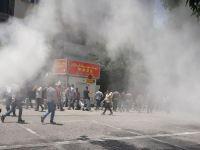 یورش نیروهای سرکوبگر به تجمع اعتراضی مقابل مجلس با گاز اشک اور