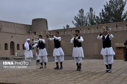  حکم شرعی خامنه ای  درباره «رقص محلی»