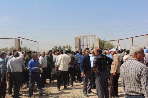 تجمع و اعتراض کشاورزان اصفهان در مقابل نیروگاه اسلام آباد