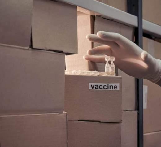 مافیای خامنه ای با جان مردم بازی میکند، توقف ثبت سفارش واکسن در دولت رئیسی
