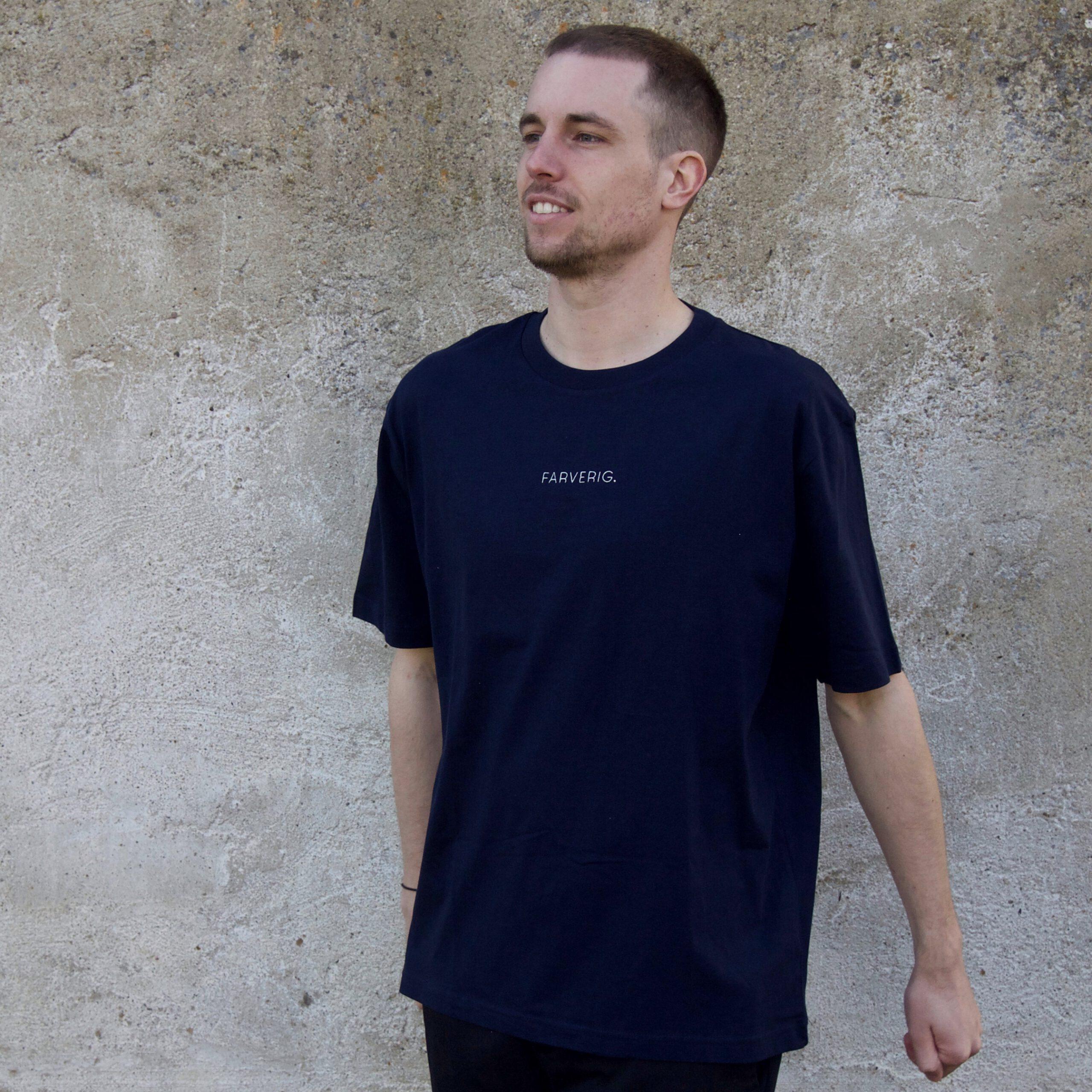 Organic Oversize Basic Shirt – Male Model