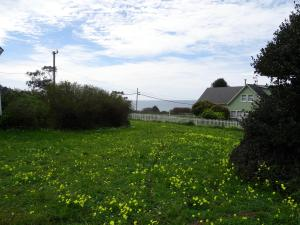Caspar 123 Ocean View is located on the beautiful Mendocino Coast, between the picturesque village of Mendocino and Fort Bragg, CA.